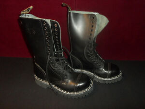 Enlgand made STEEL boots 16 wholes 16 trous botte punk