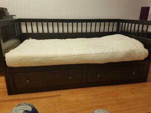 Chambre a coucher de marque Hemnes..3 pièce couleur brun-noir