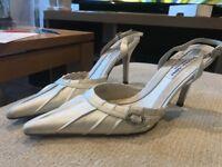 Benjamin Adams 'Seymour' Duchess Silk Wedding / Bridal Shoes in Ivory, Size 5.