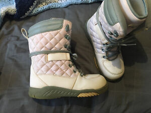 Women's pink winter boots - size 8