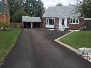 7mins walk to Kennedy station,very nice house with huge backyard