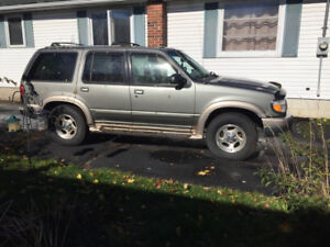**AS IS** 2000 FORD EXPLORER EDDIE BAUER EDITION