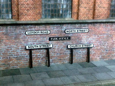 500 STREET NAME SIGNS & POSTS ASSORTED STYLES OO GAUGE 1:76 MODEL RAILWAY S001