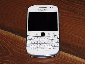 Bold Touch 9900  OS 7, 5MP Camera, Touchscreen, 8GB Memory, (Whi