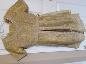 Never worn indian wedding leghna suit - one size- gold