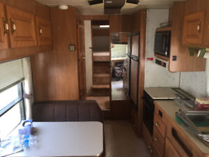 1990 29.5 ft Travelaire 5th wheel camper