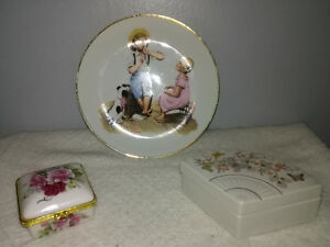 Small lot of porcelain items - Norman Rockwell, Avon