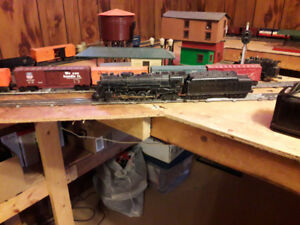 ANTIQUE LIONEL TRAINS AND VICTORIAN HOUSES