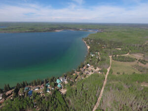 2 bedroom cabin on leased lot in Greig Lake!