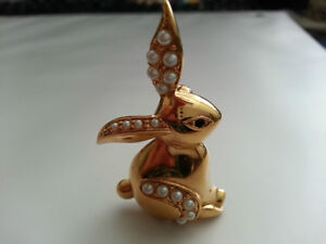 BUNNY Pin Excellent condition