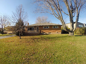 5 Bedrooms, 3 Bathrooms, 2 Kitchens - Stoney Creek by the lake