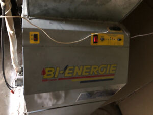Fournaise bi-énergie (électrique/mazout), réservoir et conduits