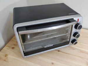 BLACK & DECKER Toaster Oven - TO1950SBD - Convection Bake