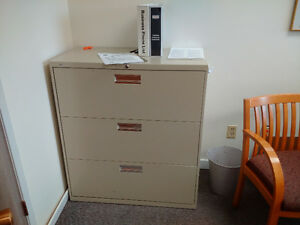 Legal size 4 drawer or a 2 drawer metal file cabinet