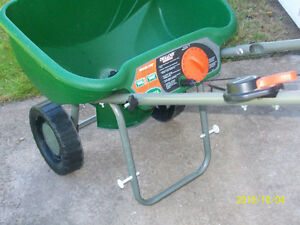 Scott Deluxe Fertilizer spreader