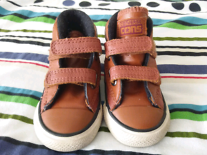 Toddler converse leather shoes Tallangatta Towong Area Preview