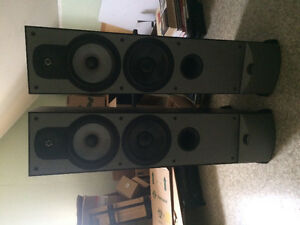 Paradigm monitor 9 V4 speakers