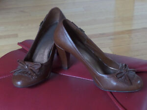 Ladie's shoes,sandals,like new,sz 10,skates,boots,runners $15 Sarnia Sarnia Area image 7