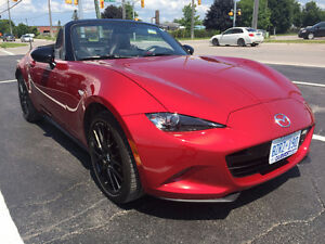 2016 Mazda MX-5 Miata Convertible - ONLY 9,800km
