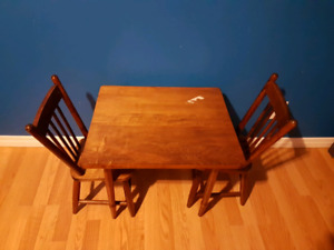 Solid oak kids table and chairs