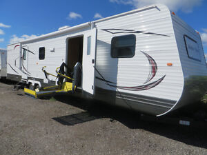 28 FT. ACCESSIBLE TRAVEL TRAILER