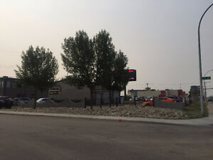CAR LOT FOR LEASE INCLUDES 2 BAYS AVAILABLE NOW