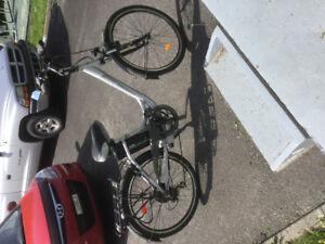 Vélo électrique presque neuf à vendre