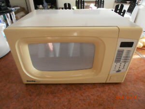 Four à micro-ondes Danby Designer / Microwave oven