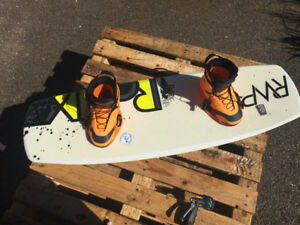 """Ronix District Wakeboard 134"""" & Ronix Franks Boots (sz8-9)"""