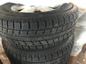 4 pneus d'hiver Toyo Observe GSI-5 235/70R16