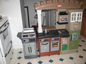 LARGE LITTLE TIKES KITCHEN WITH BARBECUE
