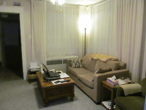 1bedroom house available 01april