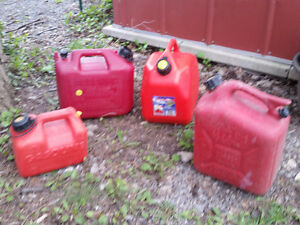 Portable gasoline containers