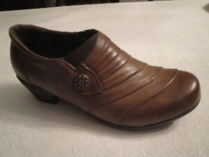 SIZE 39 VOLKS WALKERS BROWN LEATHER SHOES, BRAND NEW IN BOX!!