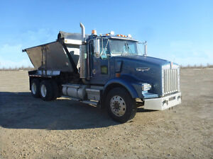 1999 Kenworth T800 with T6034 Hiway Conveyor