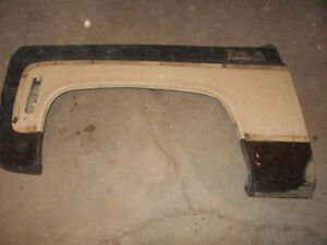 LOTS OF ORIGINAL PARTS FOR A 1973-1980 CHEV/GMC PICKUP