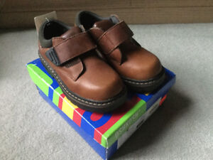BRAND NEW OSH KOSH LEATHER SHOES SIZE 8.5