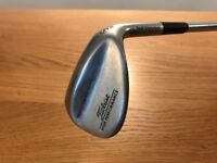 TITLEIST RIGHT HANDED HIGH PERFORMANCE TRIPLE GRIND SOLE. 56 degree wedge with steel shaft.