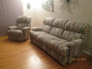 Matching recliner sofa & chair