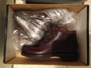 DRK BROWN TIMBERLAND HIKING BOOTS SIZE 7