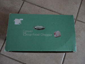 Brand new in box compact 1.5 cup electric food chopper London Ontario image 8