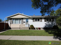 BEAUTIFUL FAMILY HOUSE in ST.JAMES 3 BD 2 BTH BUNGALOW w/ GARAGE
