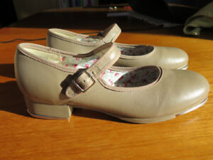 Like New Capezio Mary Jane Tap Shoes 7M  in Salmon Arm