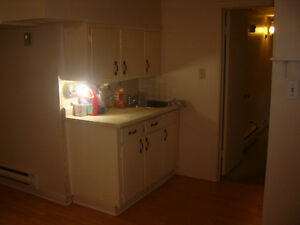 LOOK--1 BEDROOM APT FOR RENT
