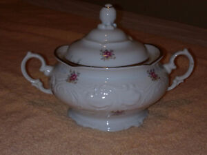 Walbrzych -floral embossed gold trim fine china dinnerware