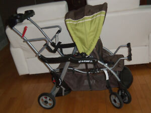 Poussette double sit and stand baby trend très propre