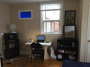 Bloor spadina FURNISHED SHORT/LONG subway wifi imm or june 1