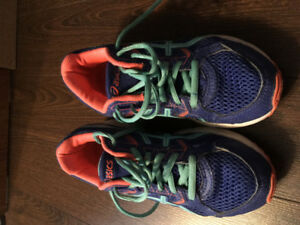 $25.00 girls Asics sneakers size 4