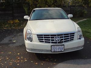 2009 Cadillac DTS white Sedan