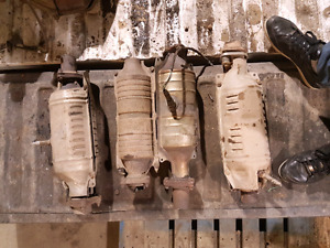 BUYING ANY KIND OF CATALYTIC CONVERTOR PLZ TEXT 4035976627